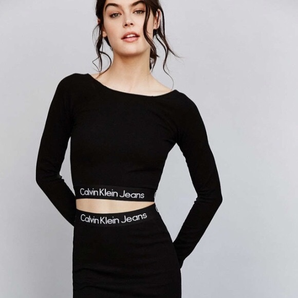 ed949afdc0ba9 Calvin Klein Jeans Tops - Calvin Klein cropped long sleeve top